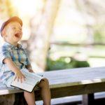 小さな子供に本の読み聞かせをすると、人生が幸せになるよ!という読書効果の科学的なお話。