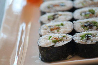 海外生活で作れる子供も大人も喜ぶ和食簡単レシピ【巻き寿司風おにぎり】