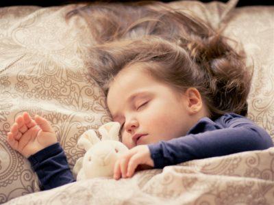 寝れない夜にぜひ試して!米軍採用の2分で深い眠りにつく方法♪