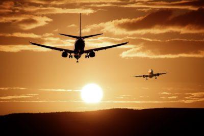 海外旅行で、時差ボケになりにくい「航空券の取り方」と「機内での過ごし方」