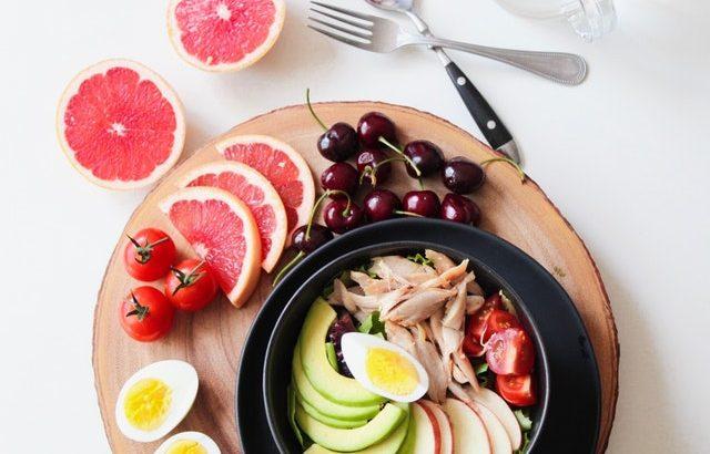 「蒸し鶏」をフライパンで簡単にサクッと作れるレシピ!色んな料理にアレンジ自由自在!